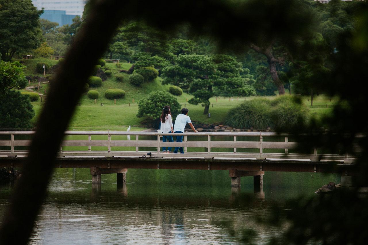 Lovely couple in Hama-rikyu gardens in Ginza, Tokyo