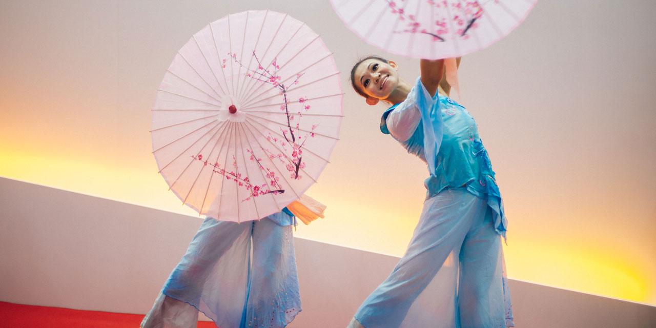 Dance, parasols